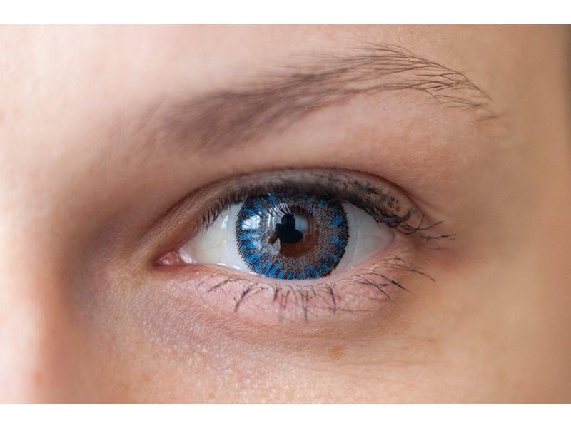 Blue na hnědém oku
