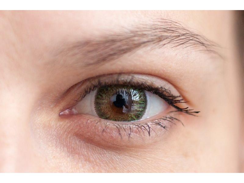 Green na hnědém oku