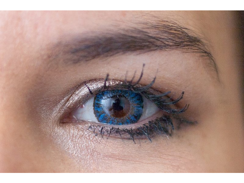Sapphire blue na hnědém oku